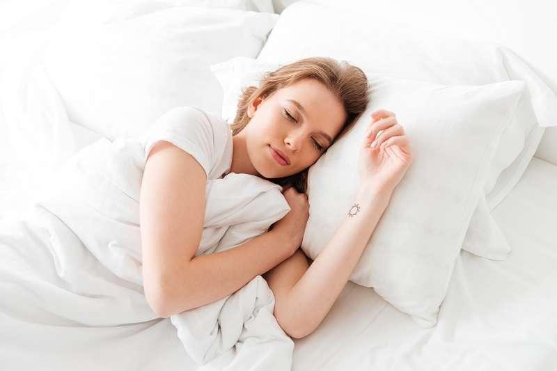 床墊陪伴我們度過13的人生,選擇好的床墊相當重要。(圖/Freepik)