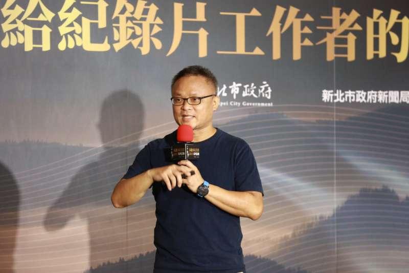 黃嘉俊主講「現實與理想之間,紀錄片導演與群眾募資」。(圖/新北市政府提供)