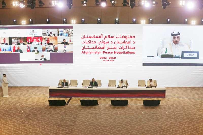 阿富汗政府與極端組織「神學士」(Taliban)12日在中東國家卡達首度展開歷史性談判。(AP)