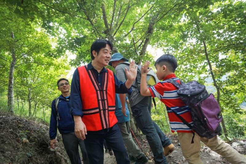20200912-副總統賴清德昨(11)日上午前往新竹縣尖石鄉,進行二天一夜的司馬庫斯訪視行程。(取自賴清德臉書)