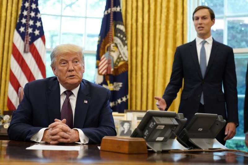 美國總統川普與其女婿、白宮高級顧問庫許納。庫許納積極主導現今的美國對中東政策。(AP)