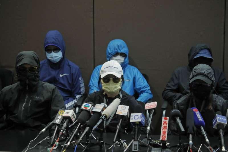 12名港人8月底試圖偷渡台灣,目前被押在深圳音訊全無,家屬召開記者會,要求港府將「被送中」的親人接回。(AP)