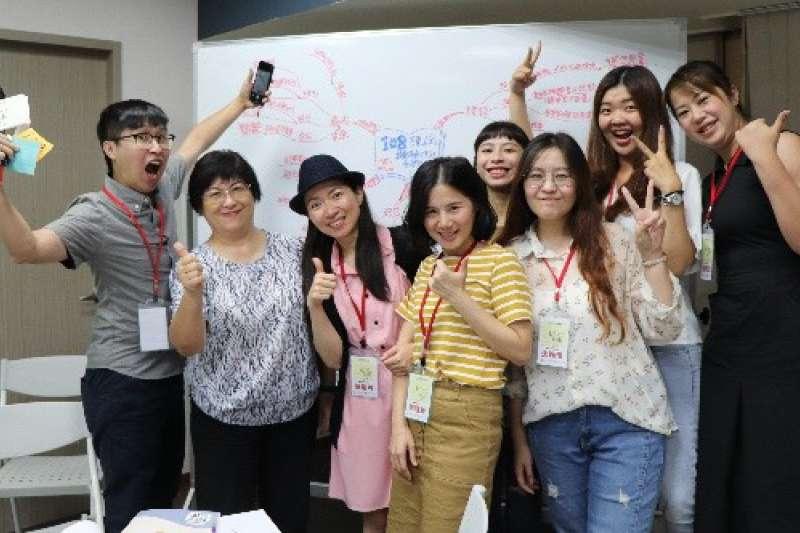 青民協今年與青年署合作辦理的「Let's Talk」活動,以「108課綱,對於偏鄉高中生的升學影響」進行討論。(圖/青民協提供)
