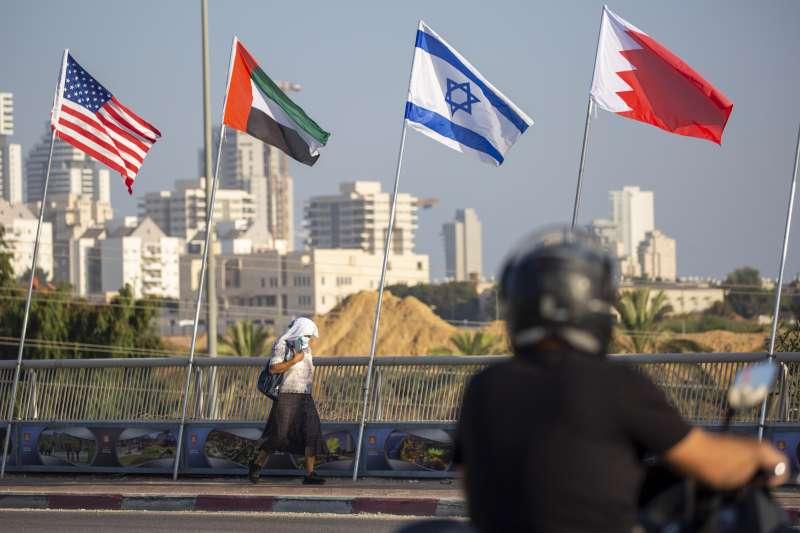 美國總統川普任內促使阿拉伯聯合大公國及巴林與以色列關係正常化,圖為這4國國旗(AP)