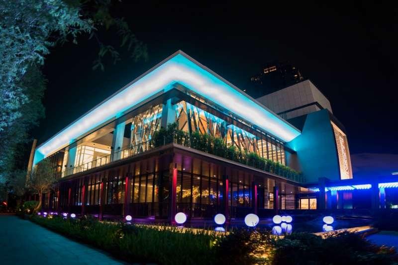 謝金河表示,「世貿聯誼社」團隊被台中大亨斥資5億挖角成立新餐廳。(取自頂粵吉品臉書)