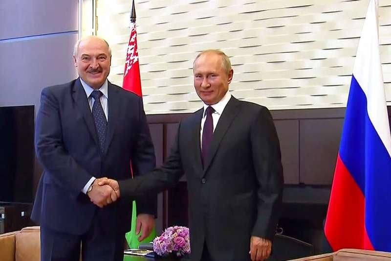 白羅斯總統盧卡申科親赴莫斯科面見普京求援。(美聯社)
