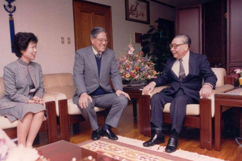 20200915- 1984年3月22日,故總統蔣經國蒞臨已故前總統李登輝大安住所致賀當選副總統。(取自總統府)