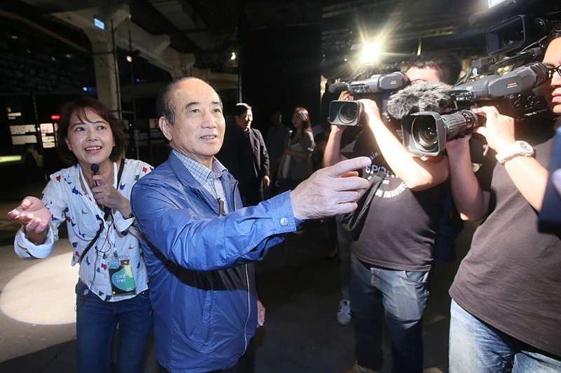 王金平(左二)以國民黨代表參加海峽論壇,因中國官媒「求和說」告吹。(柯承惠攝)