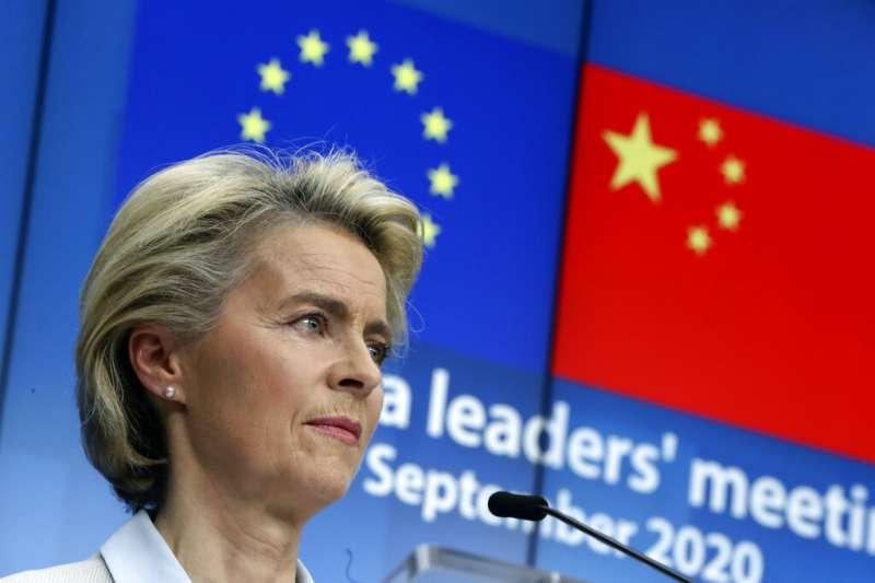 歐盟輪值主席國德國總理梅克爾、歐盟執委會主席馮德賴恩(圖)、歐洲理事會主席米歇爾日前與中國國家主席習近平舉行視訊峰會。(美聯社)