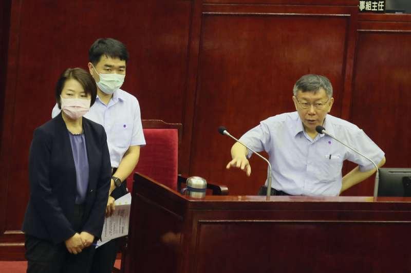 台北市副市長黃珊珊(左)熟稔市政,被看好2022年接棒柯文哲(右)的位置。(柯承惠攝)