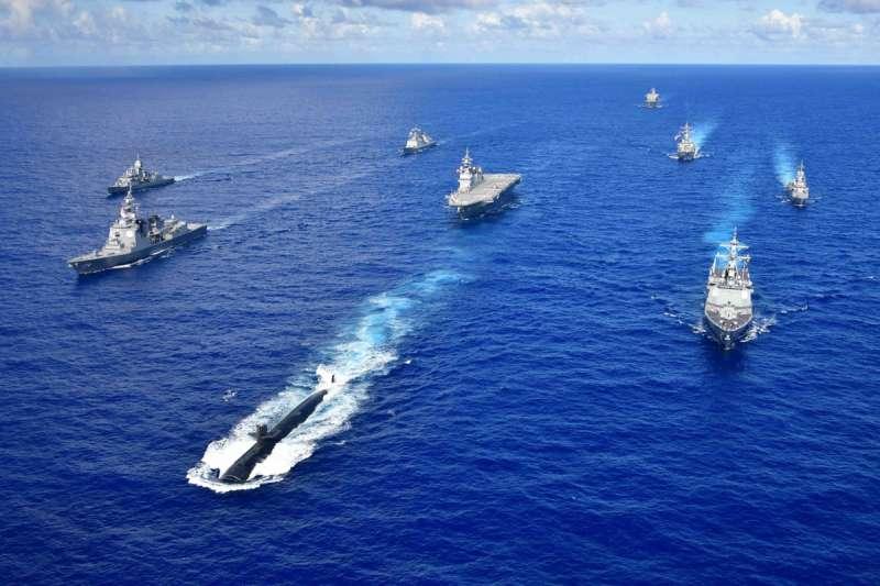 美軍於關島海域舉行「勇敢之盾」演習,航母戰鬥群加入參演。(翻攝自U.S. Pacific Fleet臉書)