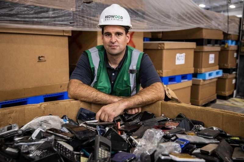 斯特勞貝爾在內華達州建造大型回收工廠,目的是降低電動汽車電池的成本。目前的電動汽車依舊價格不菲。(MAX WHITTAKER FOR THE WALL STREET JOURNAL)