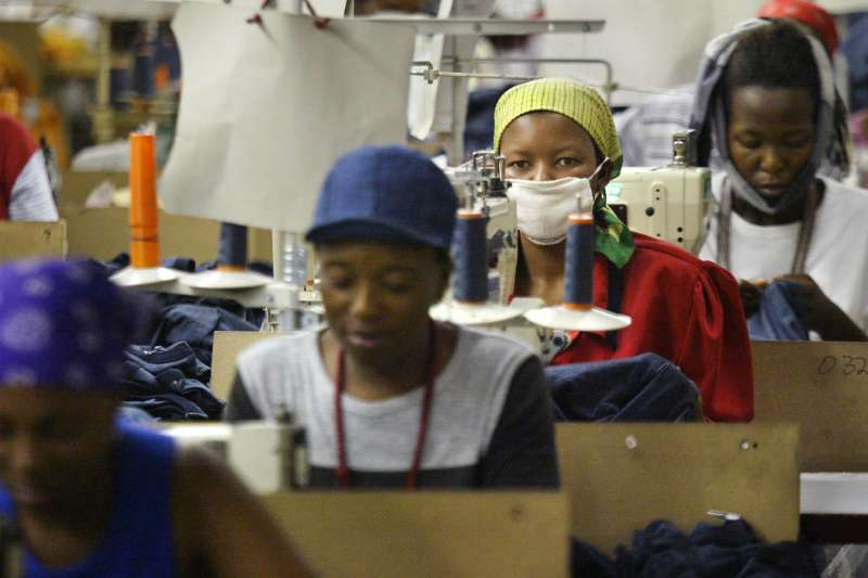 賴索托的成衣廠女性工人(美聯社)
