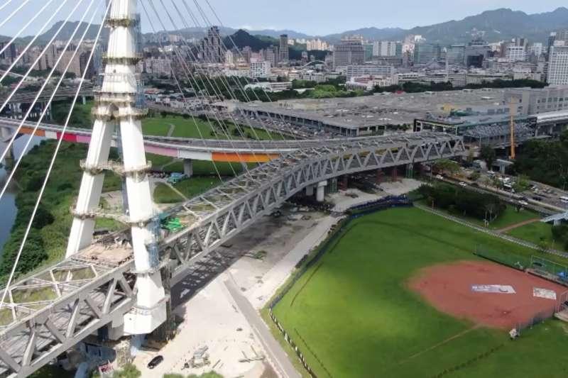 20200917-安坑輕軌安心橋空拍照。(新北市捷運局提供)
