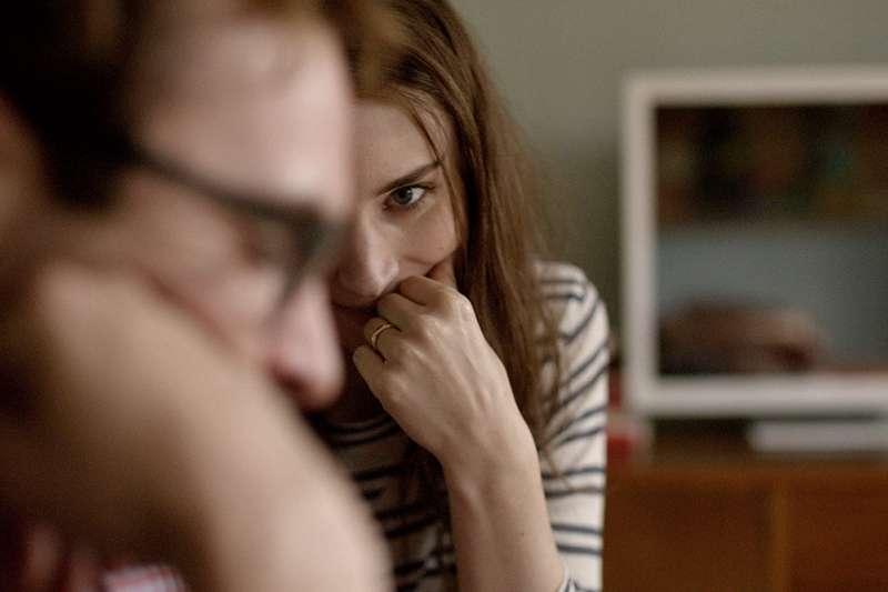 男主為什麼會愛上自己的ios系統?答案很簡單,因為是為他量身定制的。(圖/取自IMDb)