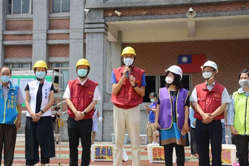 副市長謝政達出席三峽區中園國小「在地化複合型防災示範演練」。(圖/新北市教育局提供)