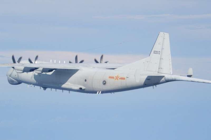 國防部19日再度發布共機出沒訊息,海峽中線空域及西南角防空識別區都有共機現蹤,架次更達19架之多。圖為中共運八反潛機。(空軍司令部提供)