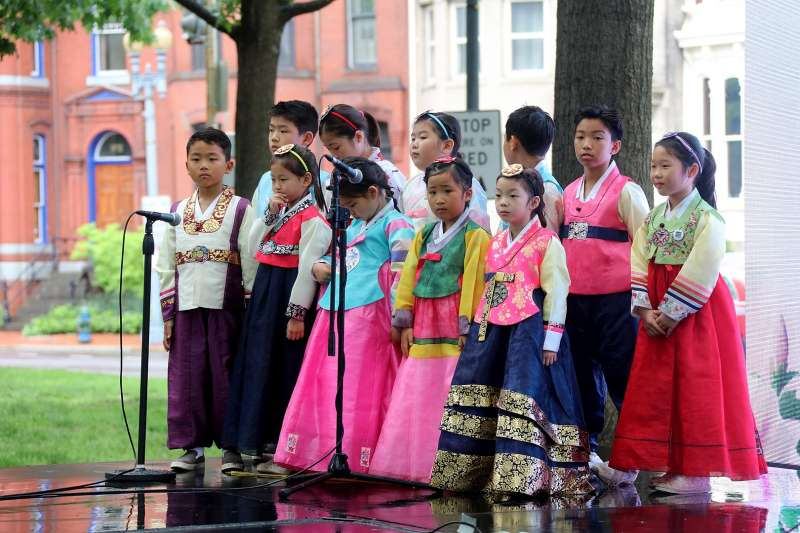 (示意圖)朝鮮族、韓國認同:穿著韓服的孩童(Maryland GovPics@Flickr/CC BY 2.0)