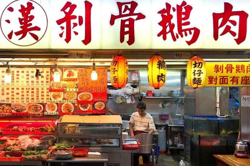 除了鵝肉以外,店裡還有提供多樣海鮮、各式台菜、山產、切仔麵等,也都受到顧客喜愛。(資料照:華西街觀光夜市粉絲團)
