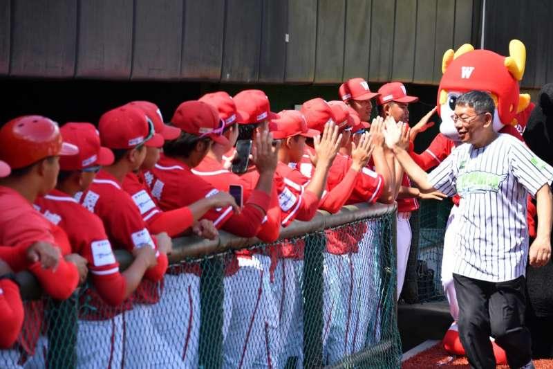 味全龍棒球隊受邀參加「2020天母棒球場人工草皮完工紀念賽」。(取自台北市政府官網)