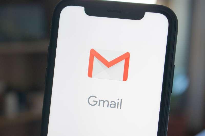 現在只要一步驟,就能輕鬆將Gmail設定成Iphone的預設信箱!(圖/取自Unsplash)