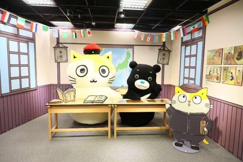20200922-臺北市政府觀光傳播局與「黃阿瑪的後宮生活」合作,展出1920年代的小學教室。(取自台北市政府官網)