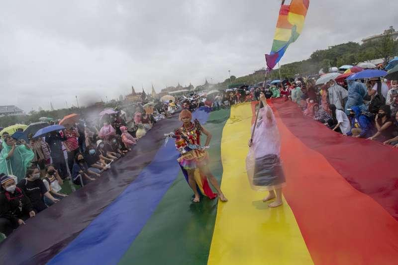 泰國LGBTQ族群參加今年的反政府示威遊行(美聯社)