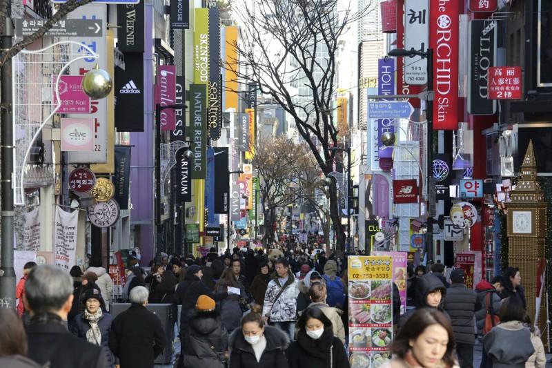 韓國社會階級上層富得流油,下層民不聊生,對立在每個世代間傳承下來。(美聯社)