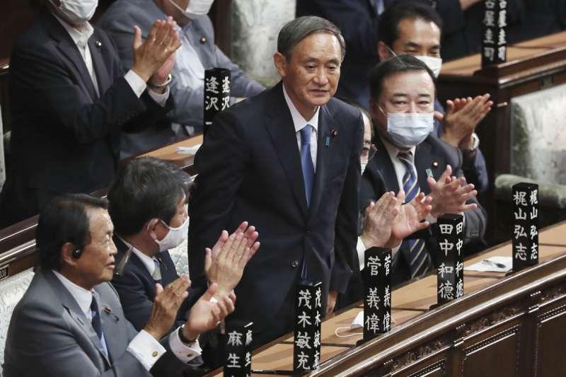 菅義偉(左三)面面俱到的外交政策能否執行,得看未來發展。(美聯社)
