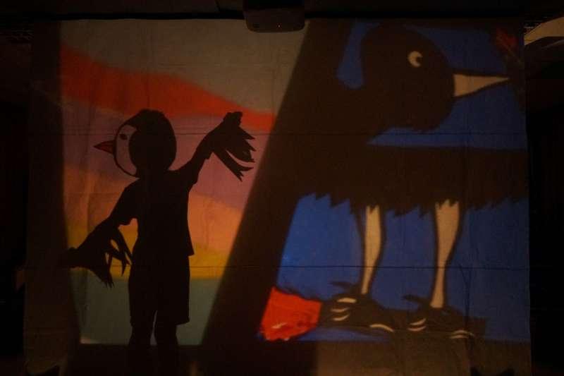 2020年9月18日至20日間,秋野芒劇團帶領花蓮縣卓溪鄉卓楓國小學童,一起用光影戲演繹布農族的傳說「大洪水」(秋野芒)