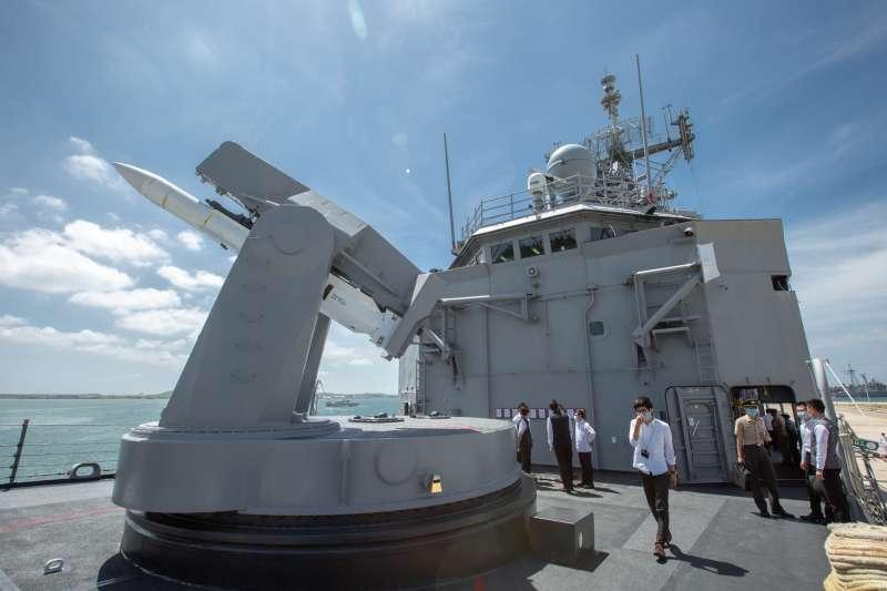 20200924-成功級巡防艦「子儀軍艦」與發射架上的是標準一型防空飛彈實彈。(總統府提供)