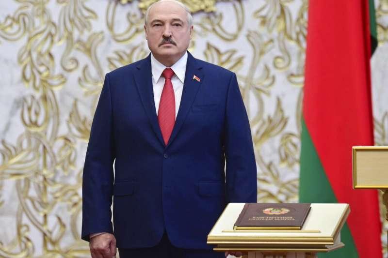 白俄羅斯(白羅斯)通訊社23日報導,掌權26年之久的總統盧卡申科已經秘密舉行宣誓就職典禮,展開第六任期。(AP)