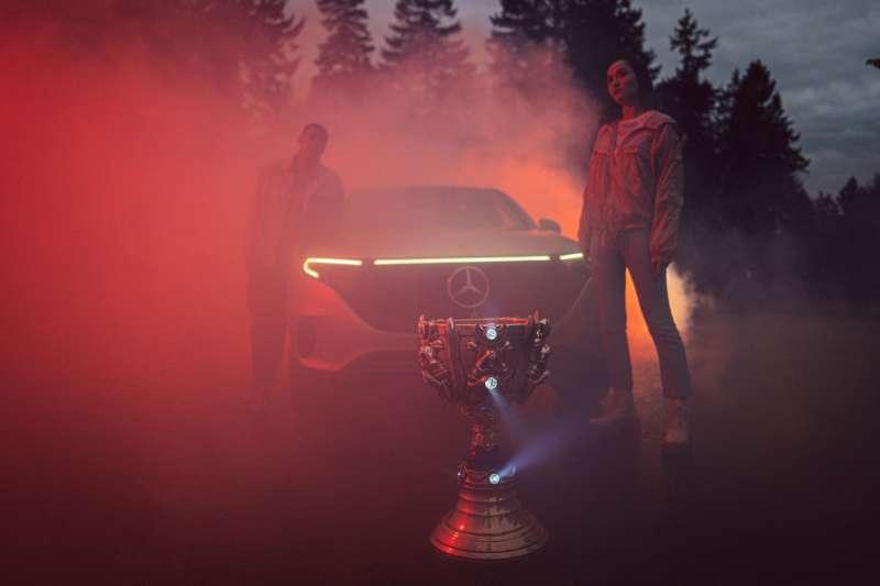 Mercedes-Benz 於本周宣布與《英雄聯盟》遊戲開發商Riot Games 聯手,成為《英雄聯盟》全球賽事獨家汽車品牌合作夥伴,在合作期間 Mercedes-Benz 將製作品牌相關內容,加深與電競社群的連結,並開始參與各項全球賽事。(台灣賓士提供)