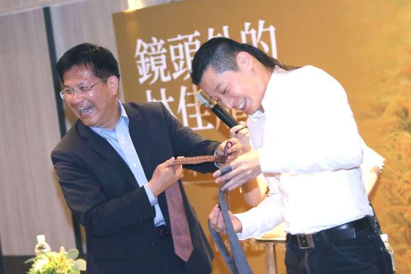 林昶佐(右)在過去不少場合與林佳龍(左)都有良好互動。(柯承惠攝)