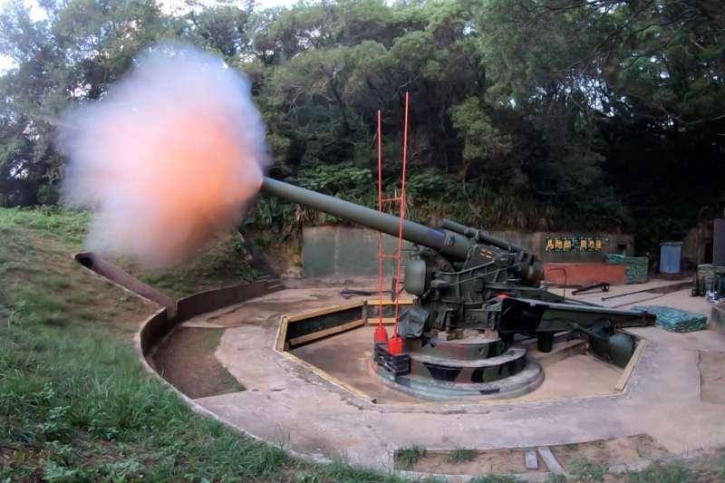 今(25)天清晨在馬祖地區的「聯合反登陸作戰」操演,在各型武器火炮部分,有「砲王」之稱的240公厘榴砲也在名單內。(取自軍聞社)