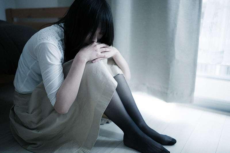 對重鬱症患者來說,家人的陪伴與理解非常重要。(圖/取自Pakutaso)