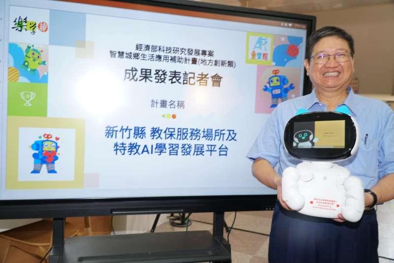 新竹縣長楊文科表示,AI陪伴平台明年開始將擴大到全縣公幼、特教班與資源班。(圖/新竹縣政府提供)
