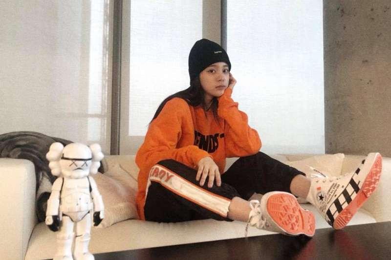 台灣藝人歐陽娜娜(見圖)及張韶涵將參加中國央視「十一」國慶活動,引發議論。(取自歐陽娜娜臉書)