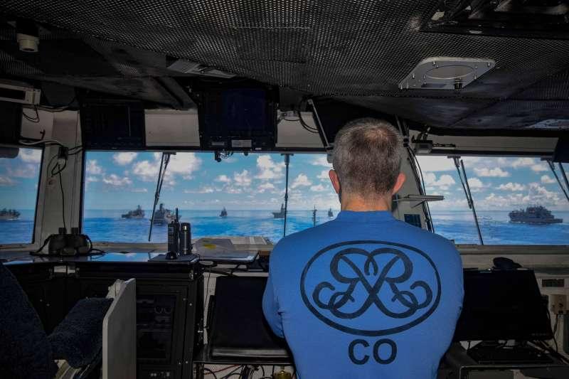 美軍核動力航空母艦「雷根號」艦長上校派崔克・漢寧芬(Patrick Hannifin)在「勇敢之盾2020」軍演期間留影。(美國海軍官網)