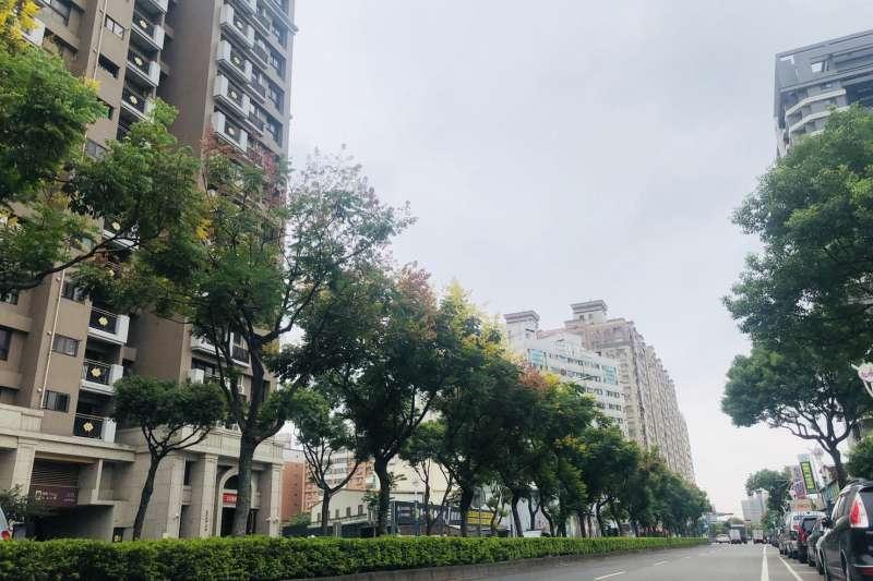 中壢體育園區主要道路的龍慈路,未來打通至台66線可接國道,交通便捷。(台灣房屋提供)