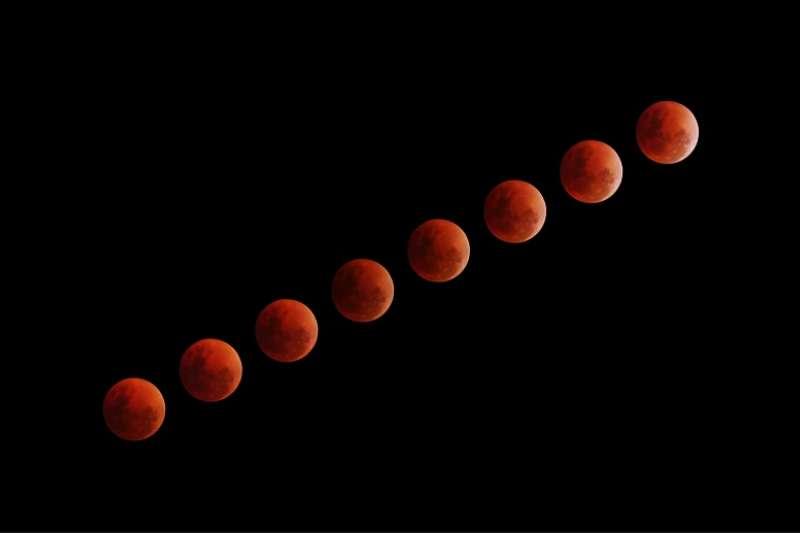 許晉翊指出,火星這次衝時位在雙魚座,在夜空中極為明顯,呈紅色,9月下旬至10月底間亮度超越木星,成為夜空中最亮星點。(圖/unsplash)
