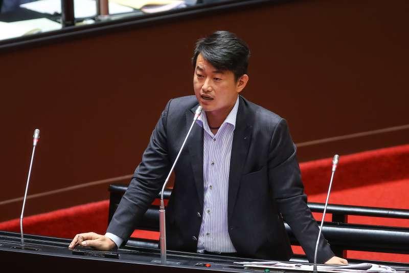 20200929-台灣基進立委陳柏惟29日於立院質詢。(顏麟宇攝)