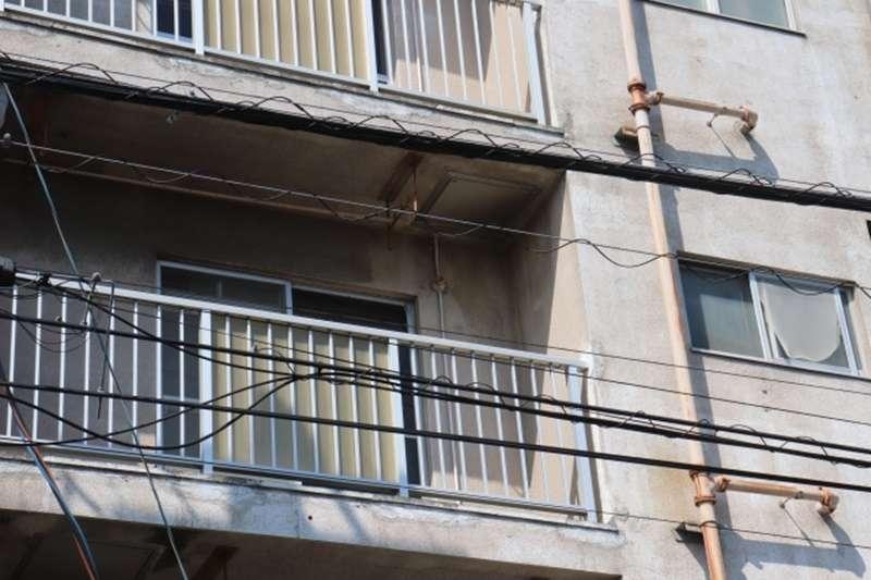 陽台加裝門窗是可以的嗎?(示意圖/pakutaso)