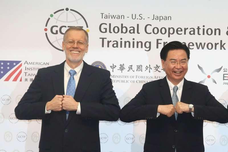 酈英傑(左)9月初才盛讚台灣是可靠夥伴,吳釗燮(右)卻在月底對台美關係降溫。(柯承惠攝)
