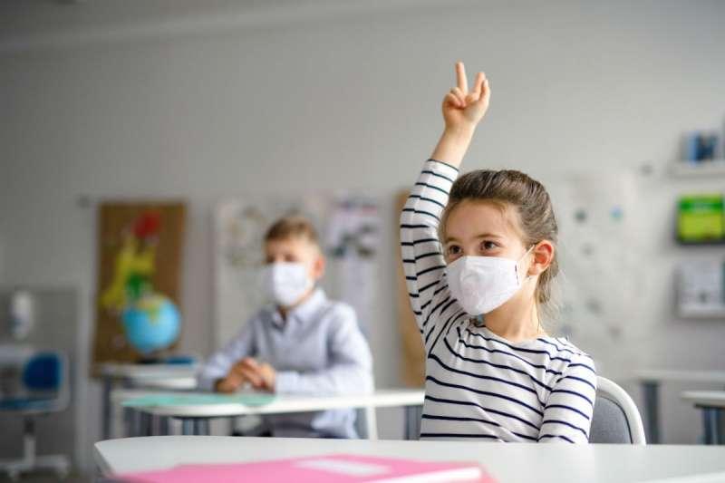 兒童若長期戴著口罩與同學師長交流,究竟會不會影響其發展?(圖/*cup提供)