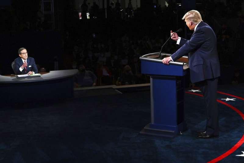 2020美國總統大選首場電視辯論主持人華萊士與共和黨總統候選人川普。(美聯社)