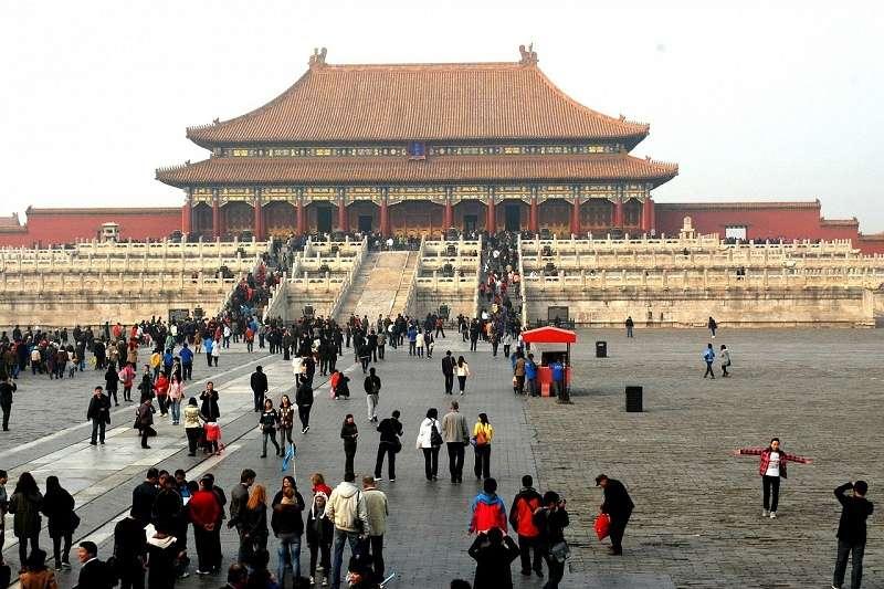 北京紫禁城中的御花園有著具有選秀業務功能的場所,筆者在書中接清宮中許多秘辛。(資料照,時報出版提供)