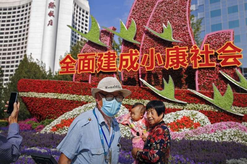 中國「十一」黃金假期到來,料有大規模人員流動。(AP)