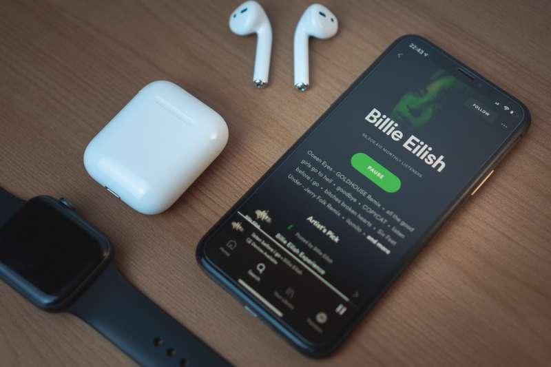你也在考慮要不要買Spotify的股票嗎?(圖/取自Unsplash)