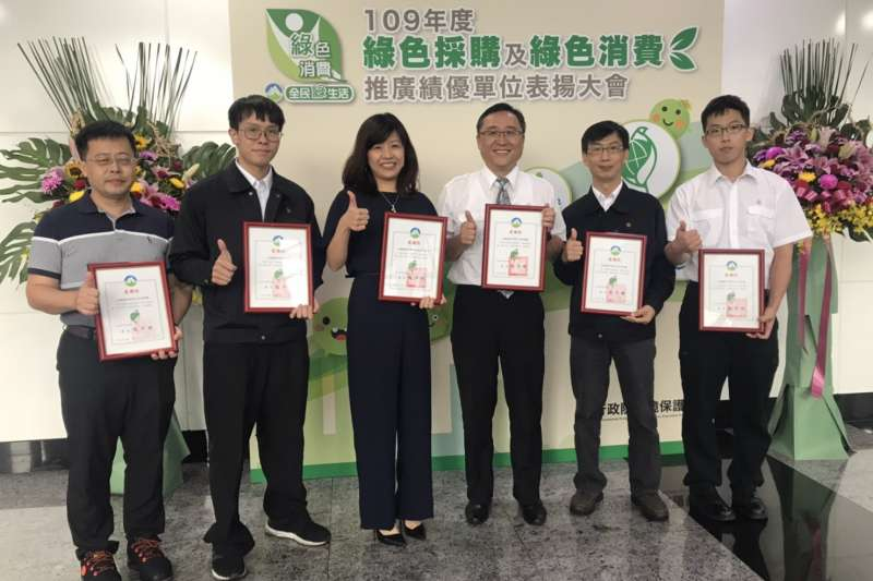 正隆六廠獲頒環保署綠色採購績優單位。(正隆提供)